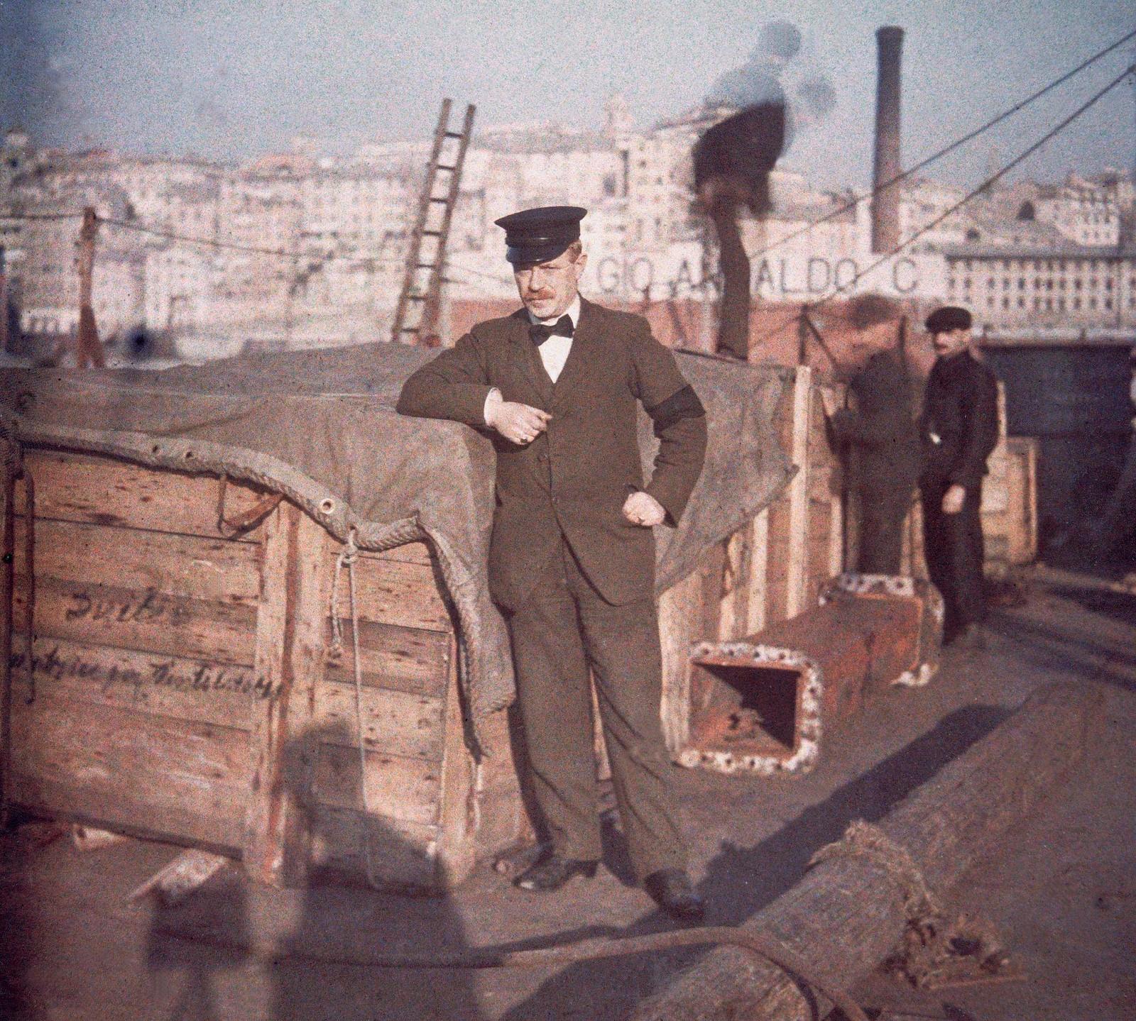 1913. Рабочие дока на пристани в Генуе
