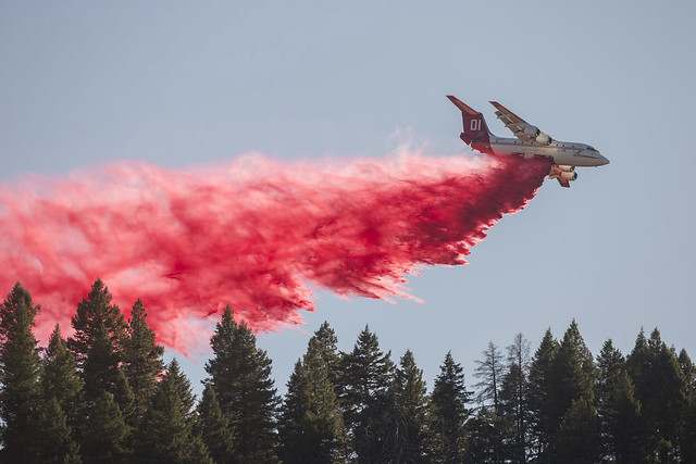 An aircraft above the Pioneer fire
