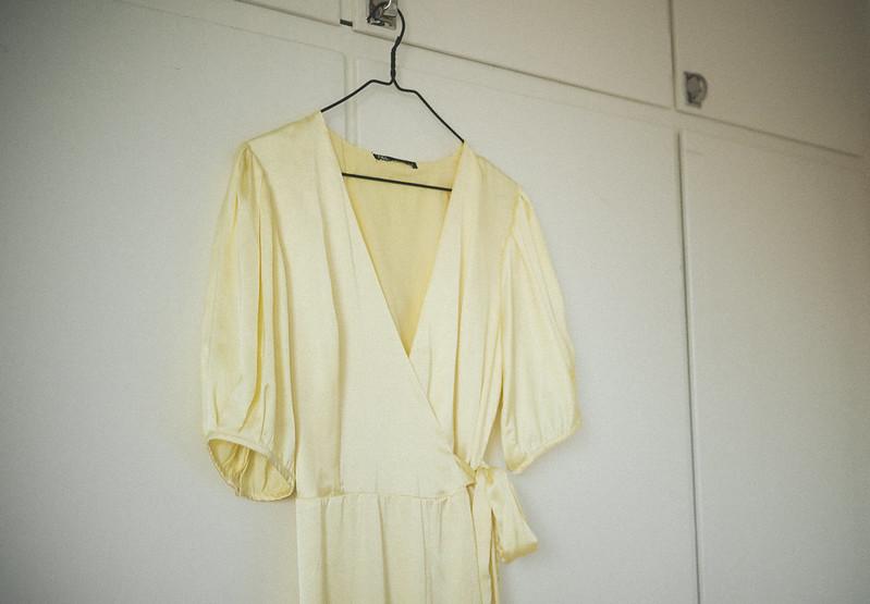 ljusgul klänning