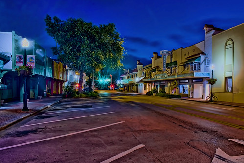 verobeach indianrivercounty city cityscape urban downtown skyline florida density centralbusinessdistrict building architecture commercialproperty cosmopolitan metro metropolitan metropolis sunshinestate realestate highrise condominium humidsubtropicalclimate treasurecoast verobeachpier atlanticocean jayceepark sand beach seaweed fishingpier historicdowntown puebloarcade streetphotography