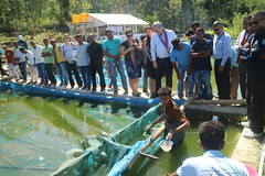Leohitu hatchery tour in Timor Leste by New Zealand Ambassador to Timor-Leste, Philip Hewitt. Photo by Natalina Manuela Pires