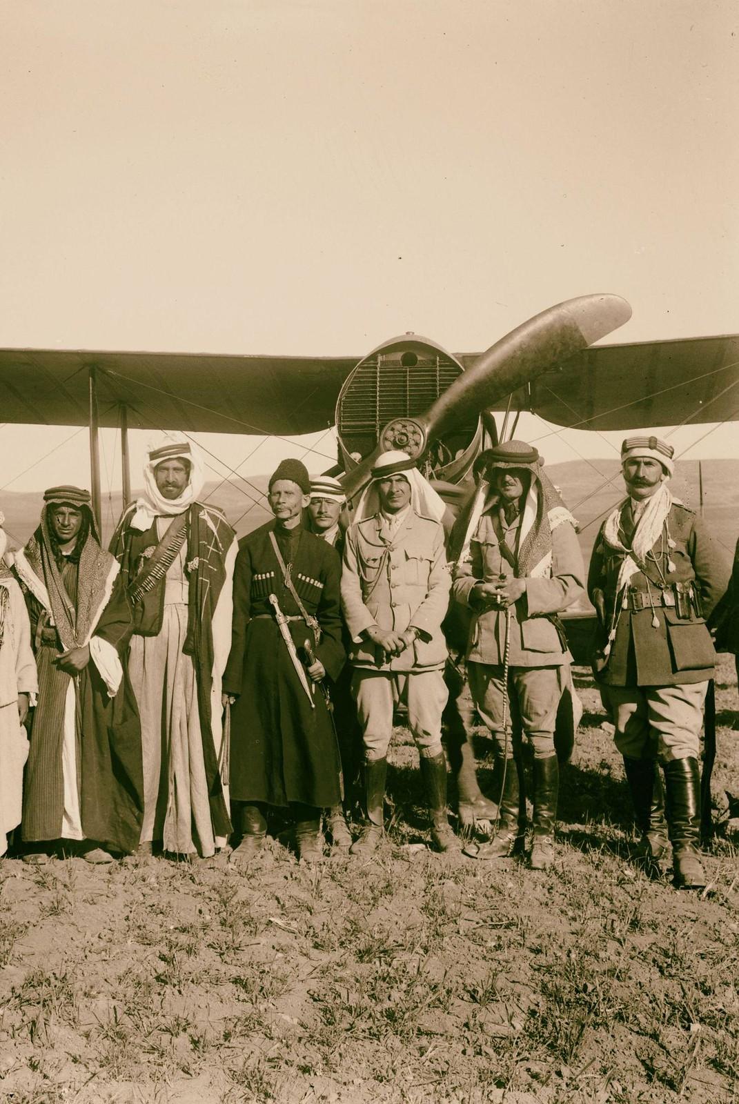 22. Британцы, бедуины и черкесы с самолета