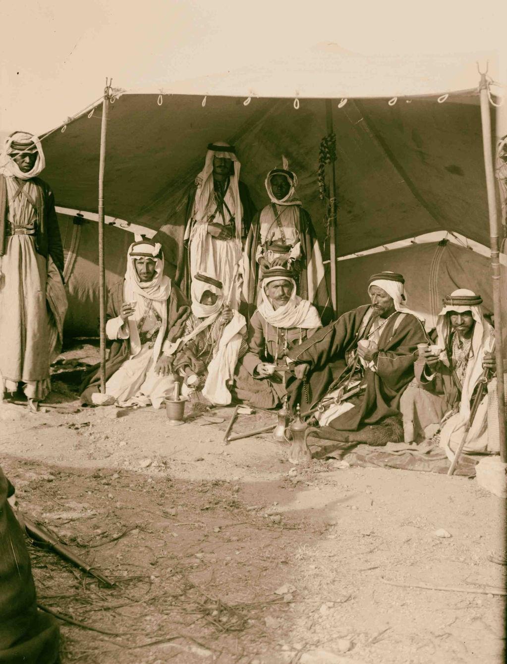 10. Группа в палатке Уди Абу Тай