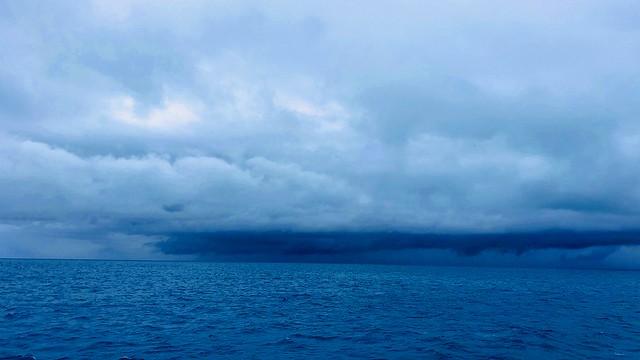 ちょっと向こう行くと嵐です。
