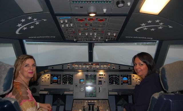 Las empresarias de Salamanca visitan la Escuela de Pilotos Adventia