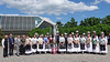 Gruppenbild der Trachtenpaare mit den Ehrengästen vor der Badnerlandhalle