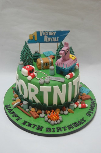 Brilliant Fortnite Cake Beautiful Birthday Cakes Funny Birthday Cards Online Elaedamsfinfo