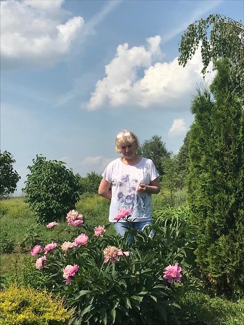 Отставнова (Копылова) Мария Андреевна около цветов
