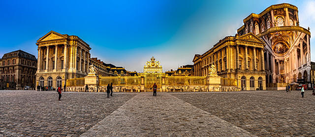 Front view of the Palace of Versailles from Courtyard of Honor with  Golden Gate Entrance at the center and Royal Chapel (Chapelle royale under renovation) to the right, Frace-11a