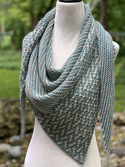 JChan8's stunning At Your Side test knit for Lisa Hannes!