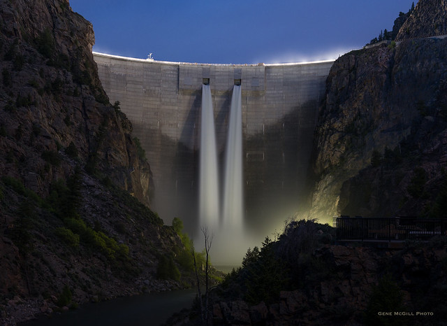 Morrow Point Dam at night