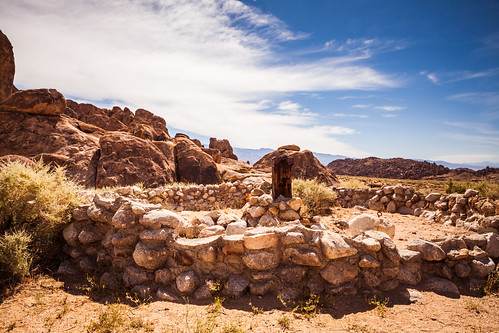 Alabama Hills with Inyo Mountains (7 of 8)