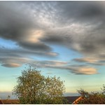 14. Juuni 2019 - 20:14 - A bit of lenticular cloud over the flat land of north lincolnshire. I see quite a lot of this type of cloud here considering these are associated with mountainous areas