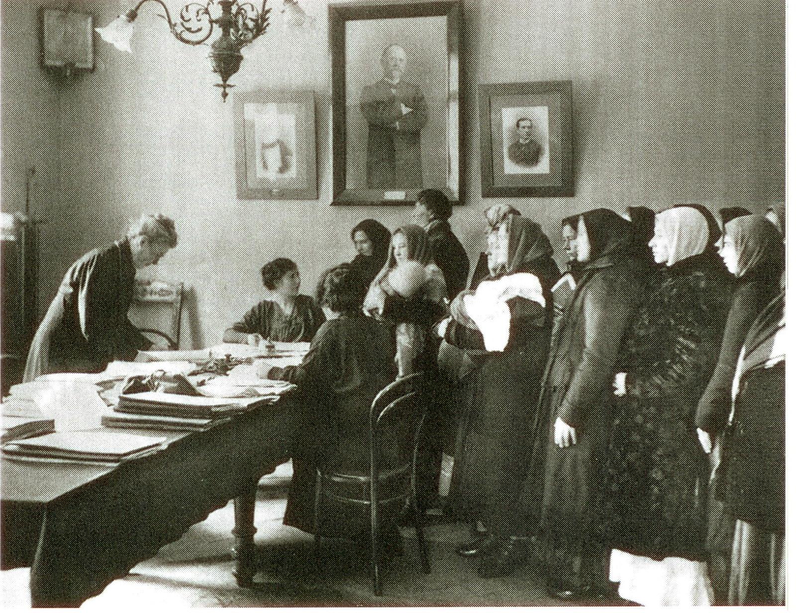 В городском Пятницком попечительстве о бедных. 1915