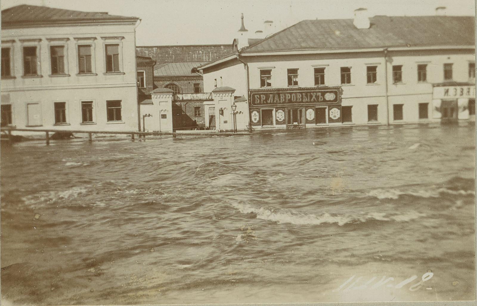 Садовническая набережная у Чугунного моста. 1908