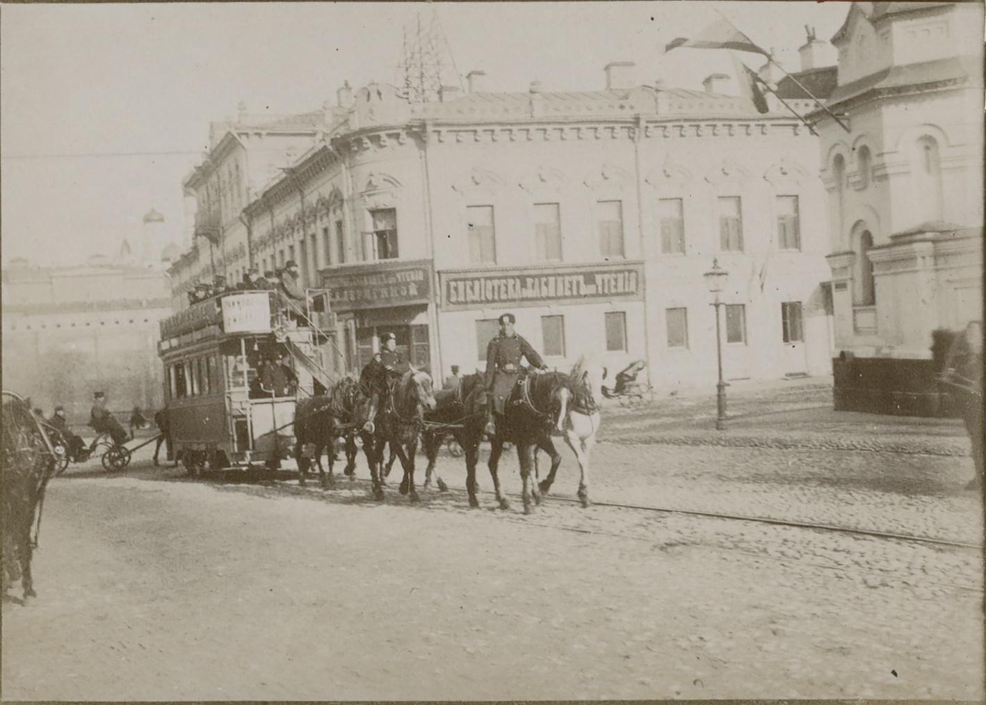 Конка на Воздвиженке. 1890-е
