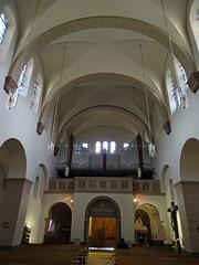 Organo y boveda interior iglesia Santos Cosme y Damian Clervaux Luxemburgo
