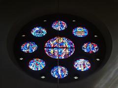 roseton vidriera interior iglesia Santos Cosme y Damian Clervaux Luxemburgo 02