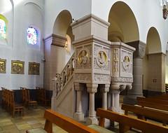 pulpito interior iglesia Santos Cosme y Damian Clervaux Luxemburgo 02