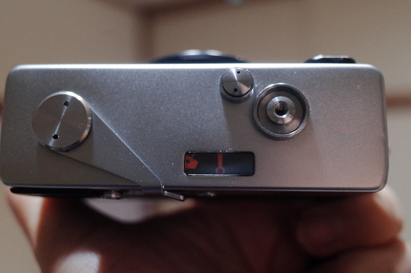 Rollei35用露出計カバーを装着カバーを綴じた状態の露出計