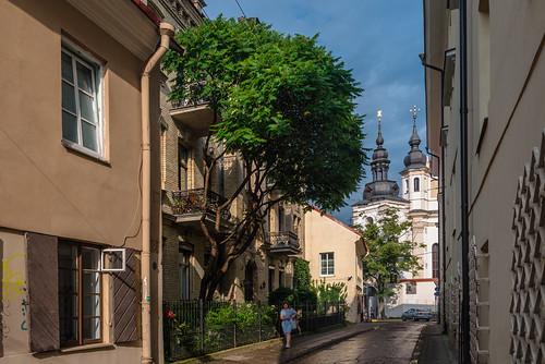 lithuania vilnius lietuva senamiestis 立陶宛 europe 欧洲 维尔纽斯 catholic christian christianity street church streetscape streetscapes 教堂 教会 天主教 基督教 街景