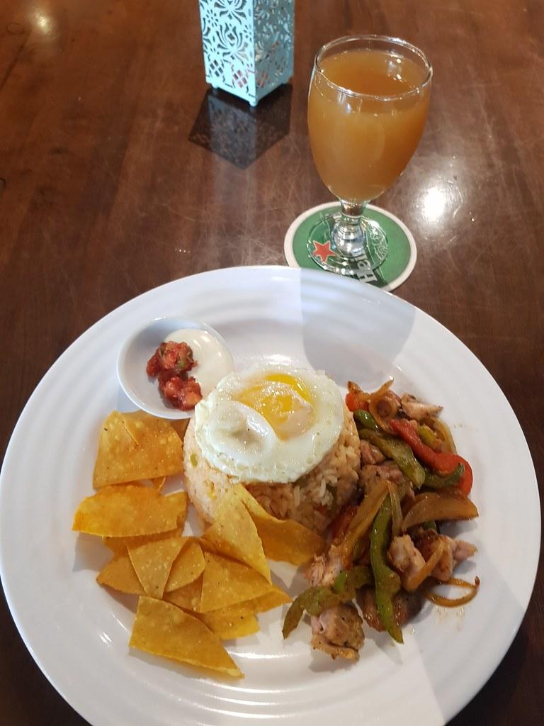 墨西哥风味鸡肉饭配莫吉托茶 Mexican rice w/Chicken fajitas plus Mojito Tea rm$11.90 @ The Shepherdoo in One City USJ1