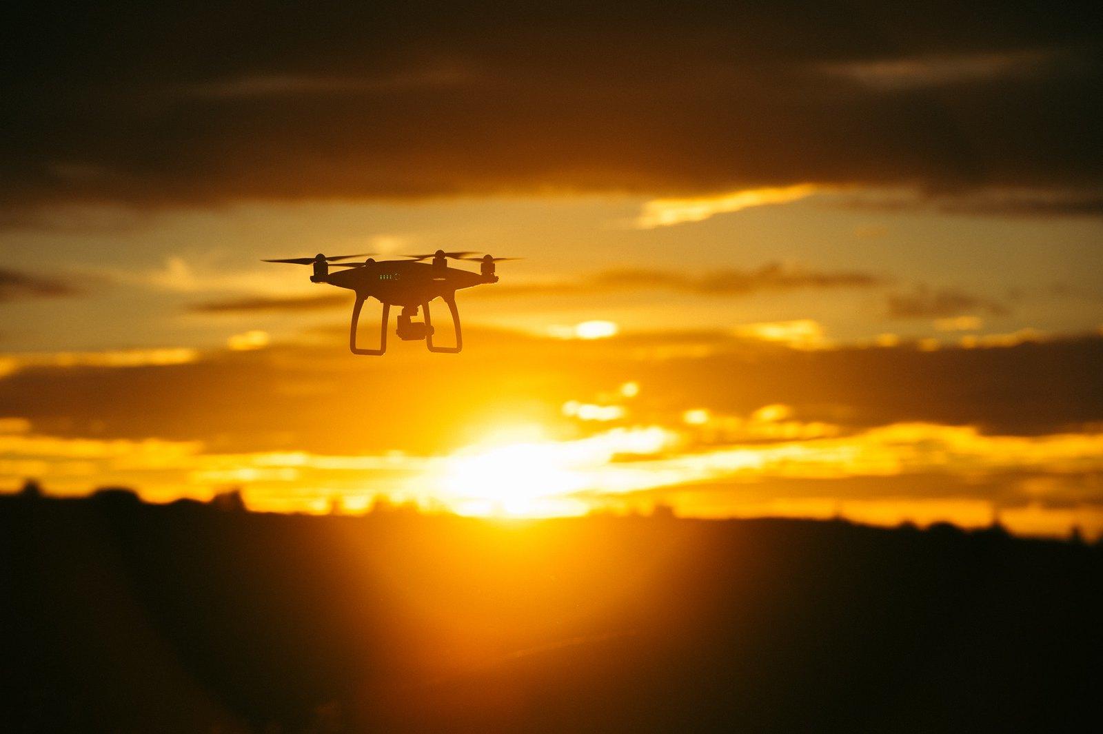 Drónokkal