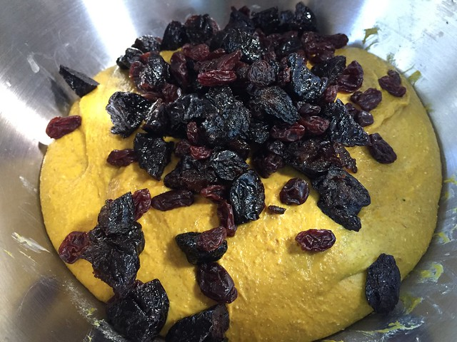 Mixing dried fruits