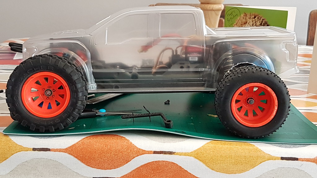Tamiya DT03 T Stadium Truck build. Blitzer Beetle wheels, Proline F150 Raptor 2017 Dual Cab monster truck body