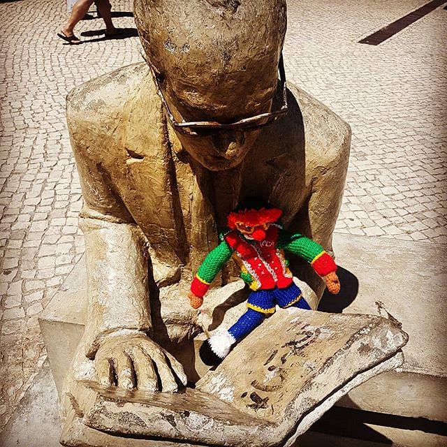 A #reader lives a thousand lives before he dies . . . #reading #bookreads #MiniJeca #capariga #lisboa