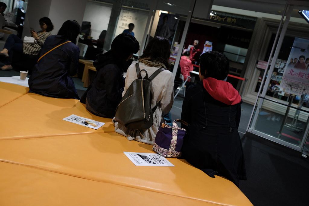 01:50のSUNNY開場が近づき、人が増えてくる