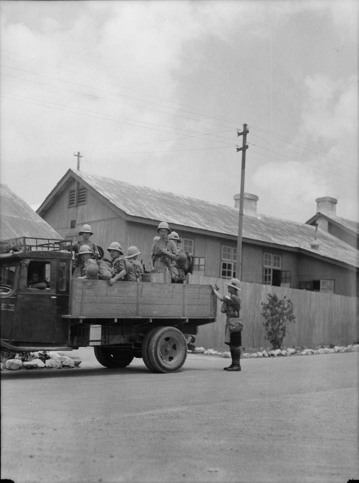 Иерусалим. Войска покидают казармы для службы