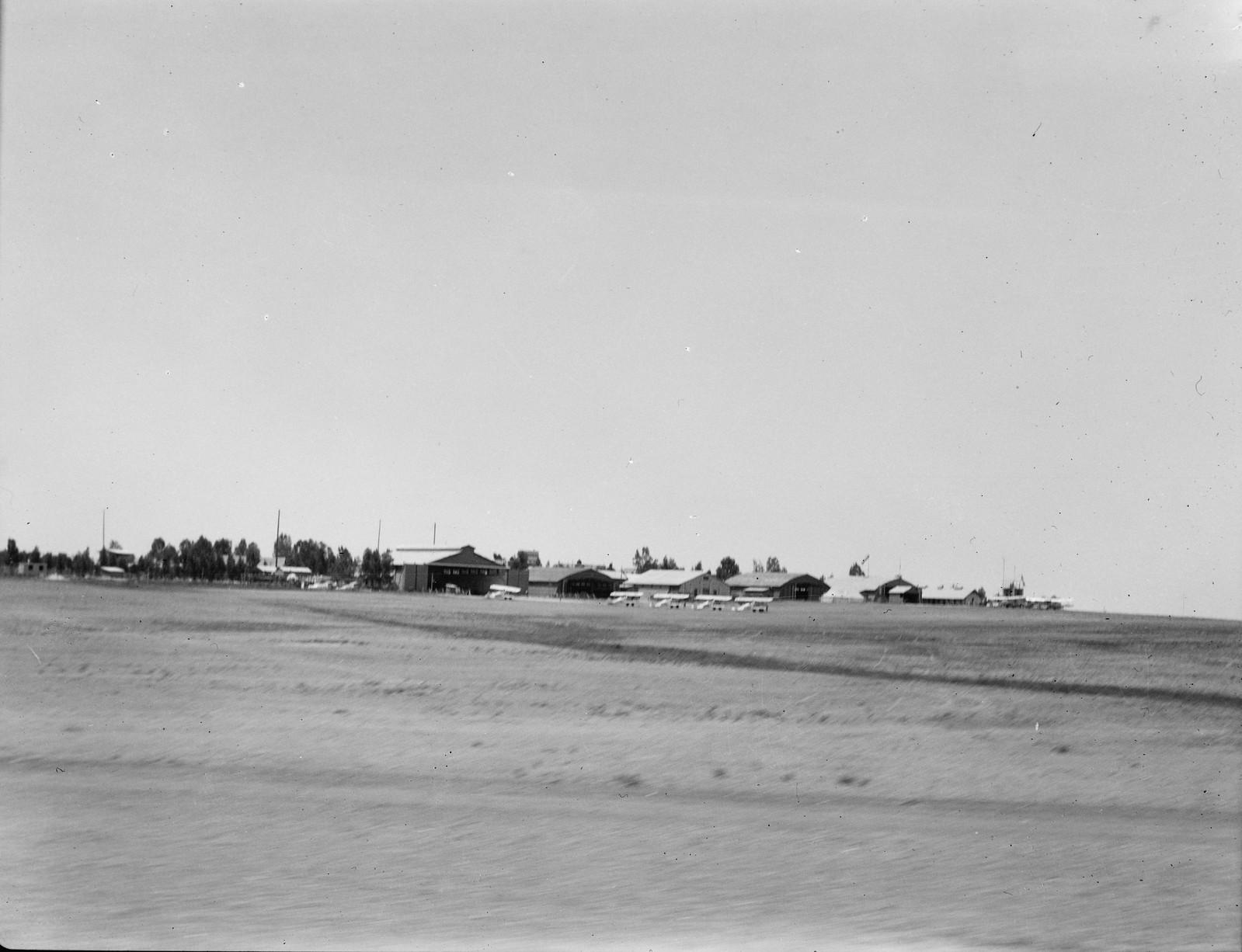 Аэродром Рамле, вид с поезда
