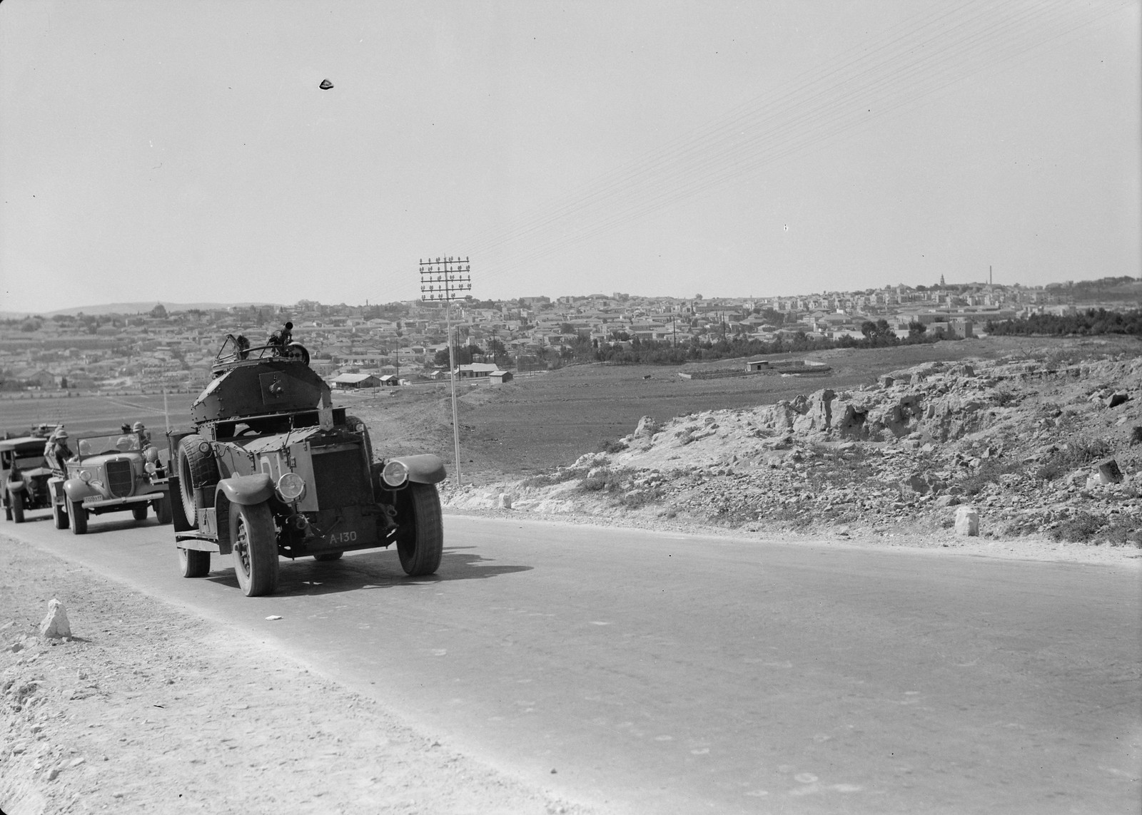 05. Броневик, предшествующий ежедневной колонне  по маршруту Иерусалим-Афула