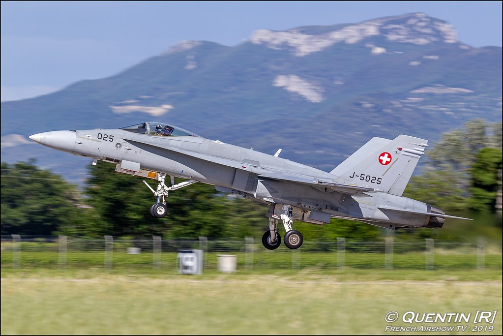 F/A-18 Swiss Hornet Solo Display Team - Schweizer Armee Meeting de l'Air BA-115 Orange 2019 Canon Sigma France contemporary lens Meeting Aerien