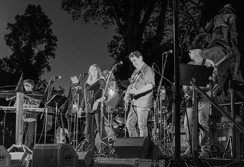 band_black_and_white-20190614-100