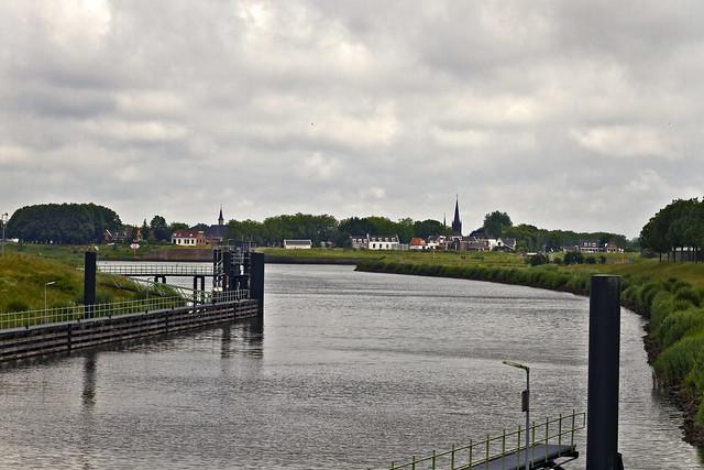 Vreeswijk on the Lek River ... (6585)