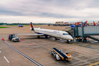 Delta CRJ-900 Plane at Pittsburgh Airport (N823SK to MSP)