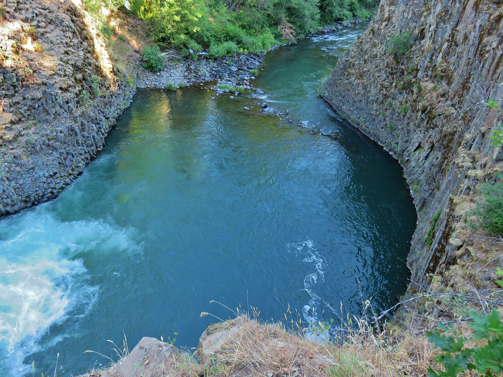 Pool below Punchbowl Falls