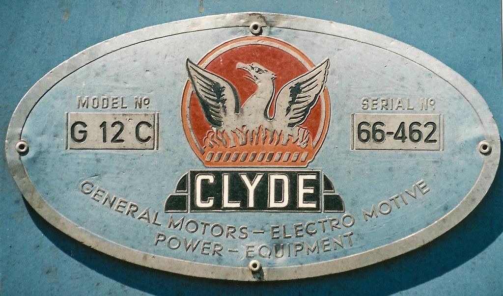 CLYDE BUILDERS PLATE METAL BADGE