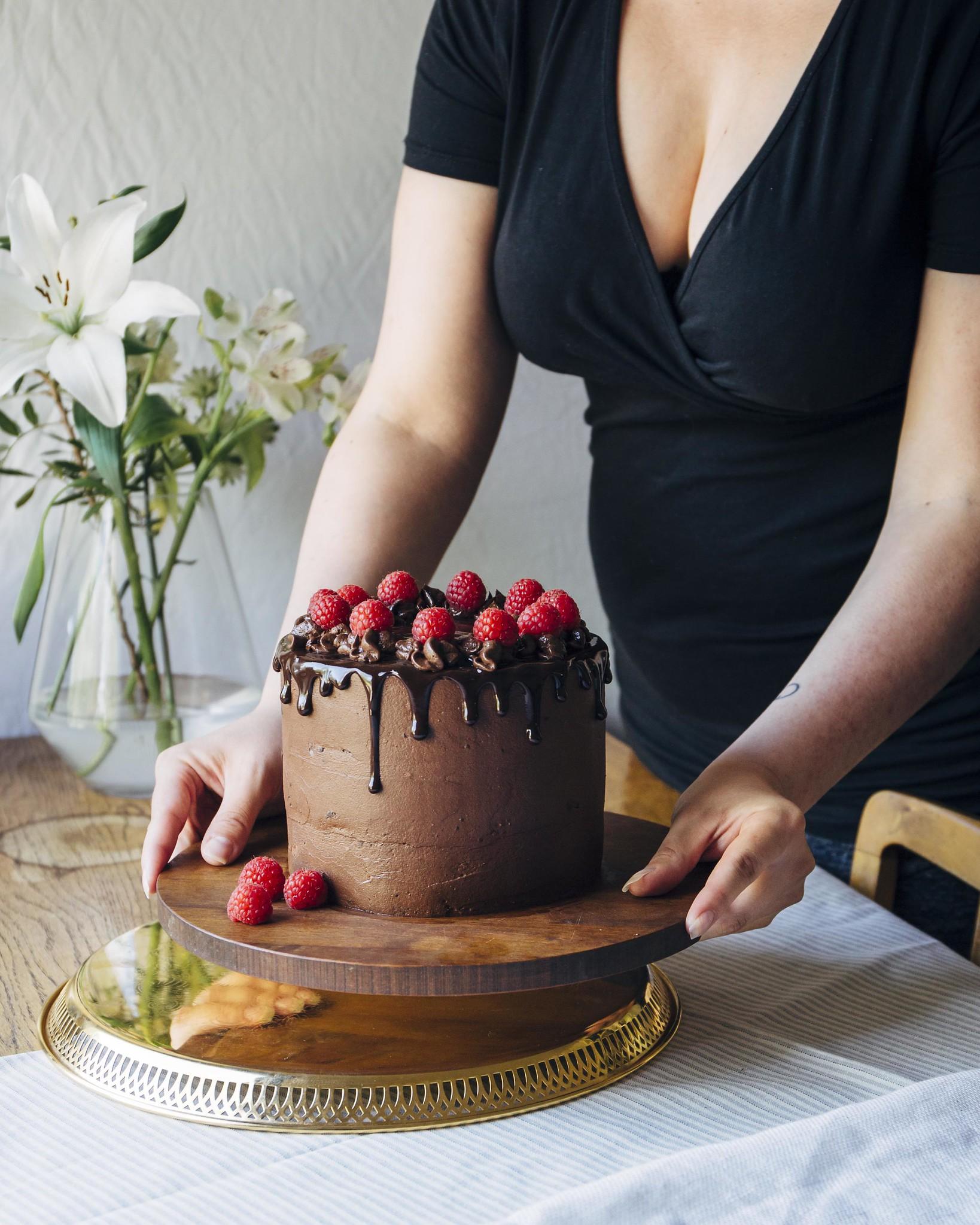 Mehevä suklaakakkupohja ja suklaakreemi