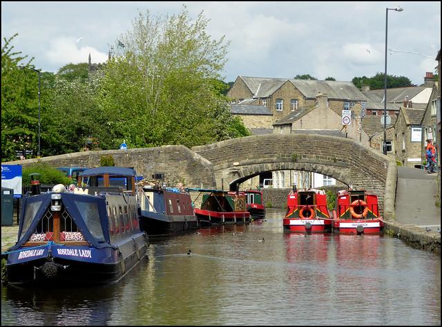 Busy canal basin, Skipton.