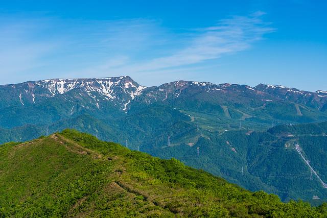 松手山よりひと登り・・・振り返り苗場山