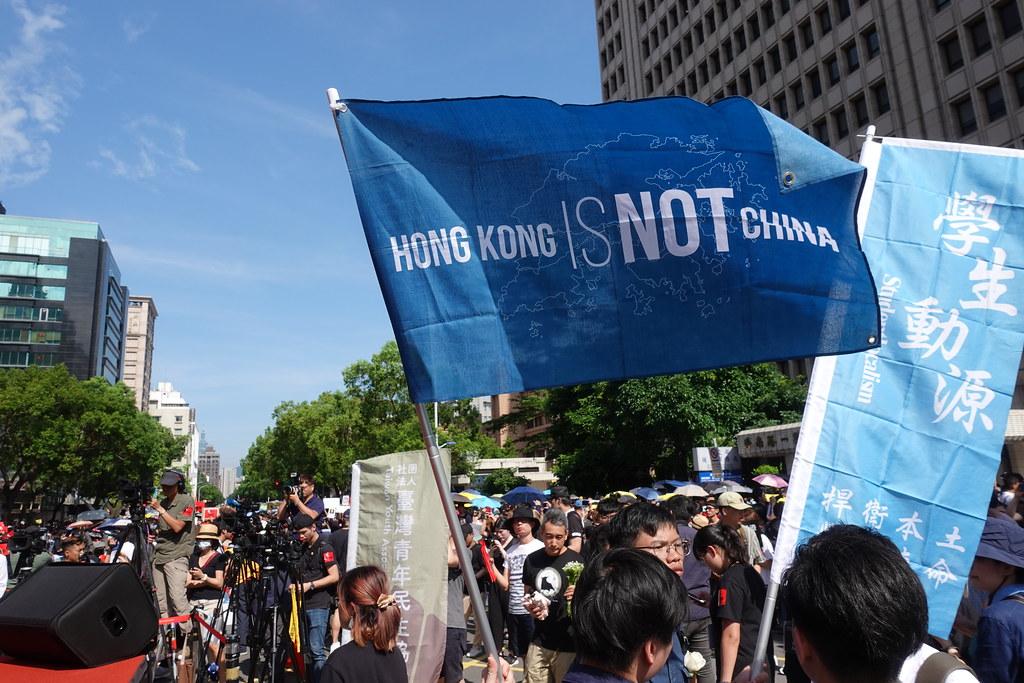 主張港獨的學生動源也參與台灣集會。(攝影:張智琦)