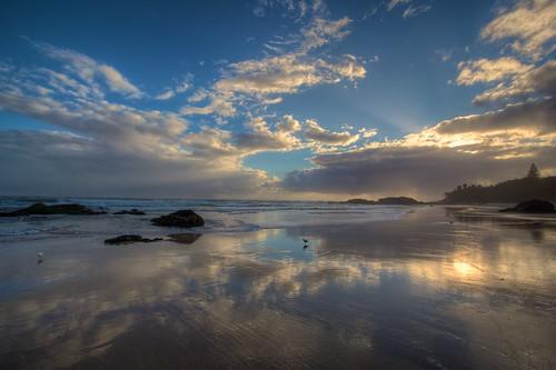 beach sunrise canon australia nsw coastline hdr eastcoast portmacquarie eos550d photomatix aperture3 sunrays clouds landscape sun 550d