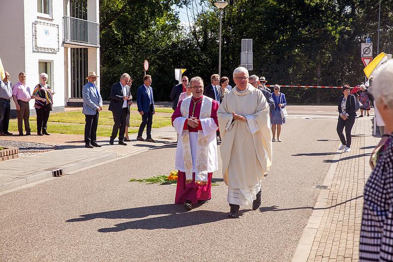 Feestelijke ontvangst Mgr. Smeets in 'geboortedorp' Born