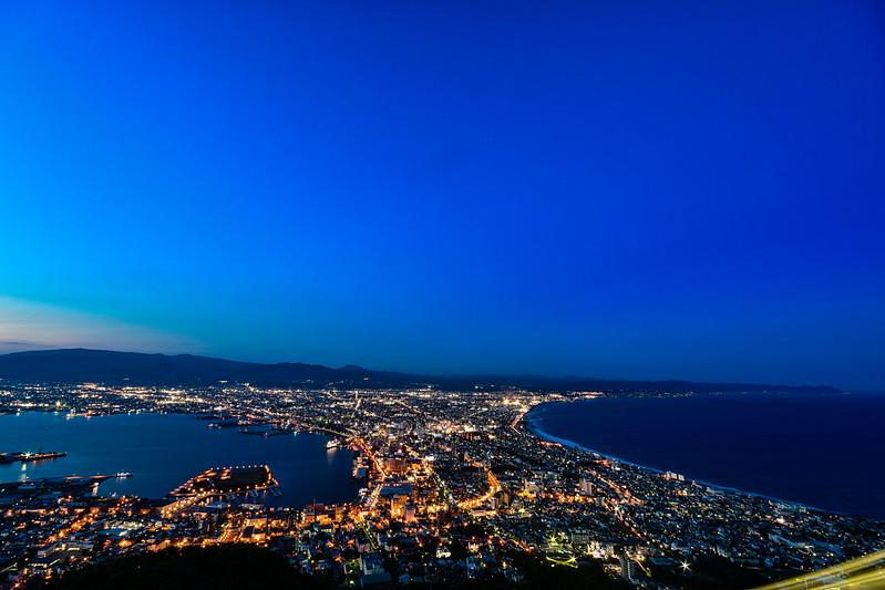 函館山展望台からの夜景・日没30分後(広角レンズで撮影)