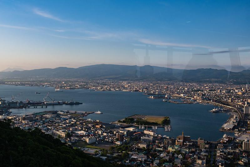 函館山ロープウェイの中から見た函館湾