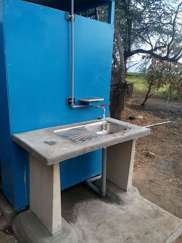WASH-Installation mit Waschtisch