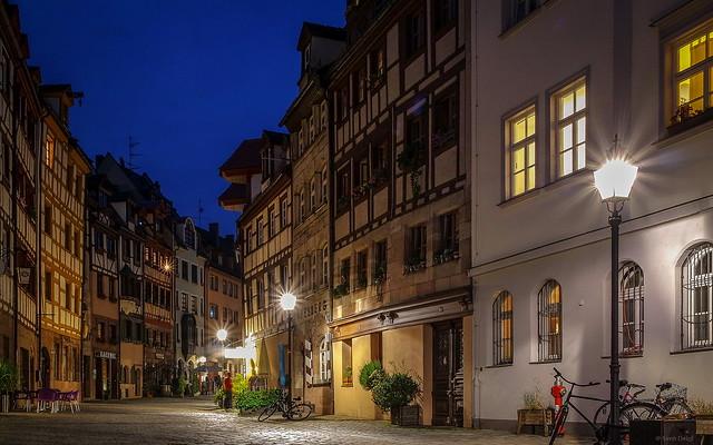 Weißgerbergasse zur Blauen Stunde [Nürnberg]